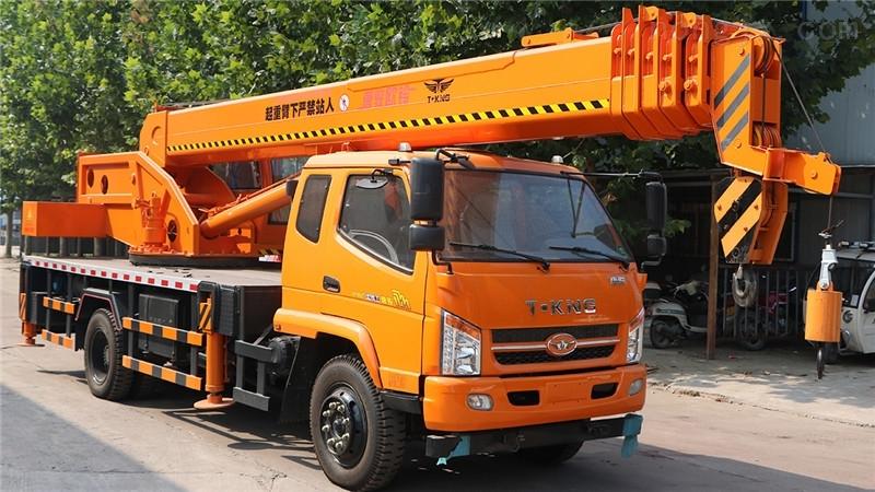 山东小吊车生产厂家 12吨唐骏小型吊车价格 优惠多服务好 欢迎预定